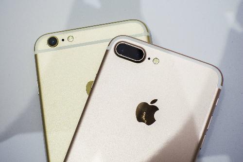 iPhone 7 xách tay rớt giá cả triệu ngày mở bán 3