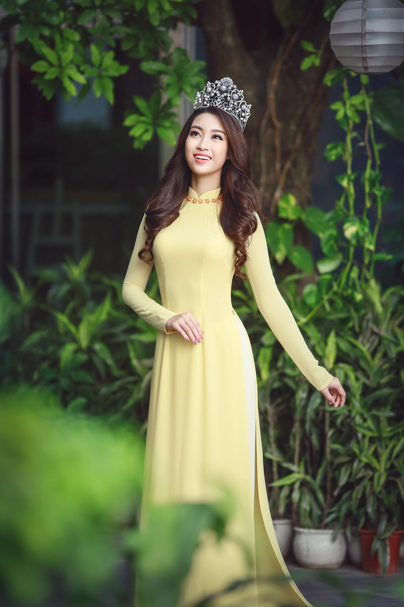 Hoa hậu Mỹ Linh tỏa sáng trong tà áo dài vàng tại sự kiện 7