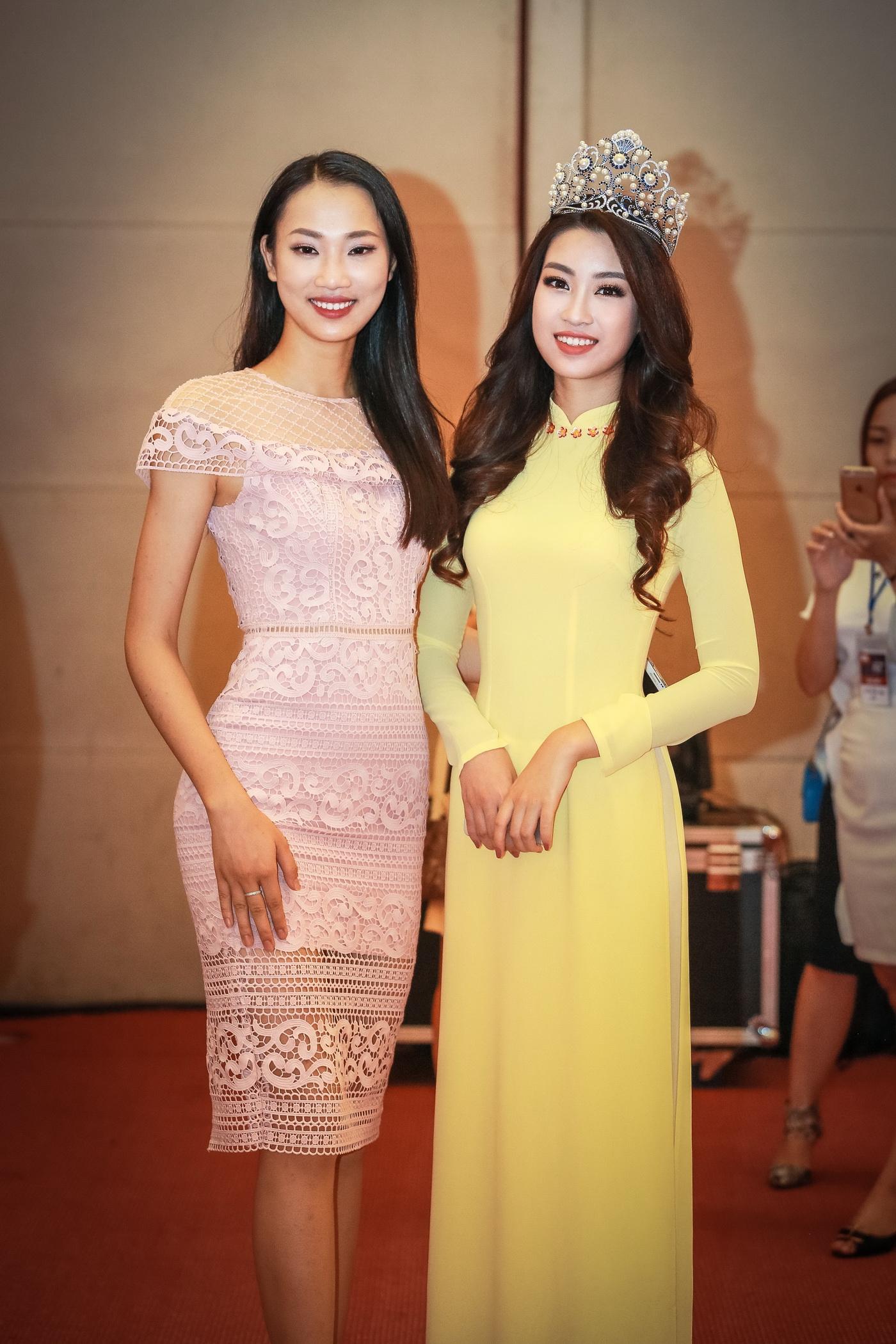 Hoa hậu Mỹ Linh tỏa sáng trong tà áo dài vàng tại sự kiện 8
