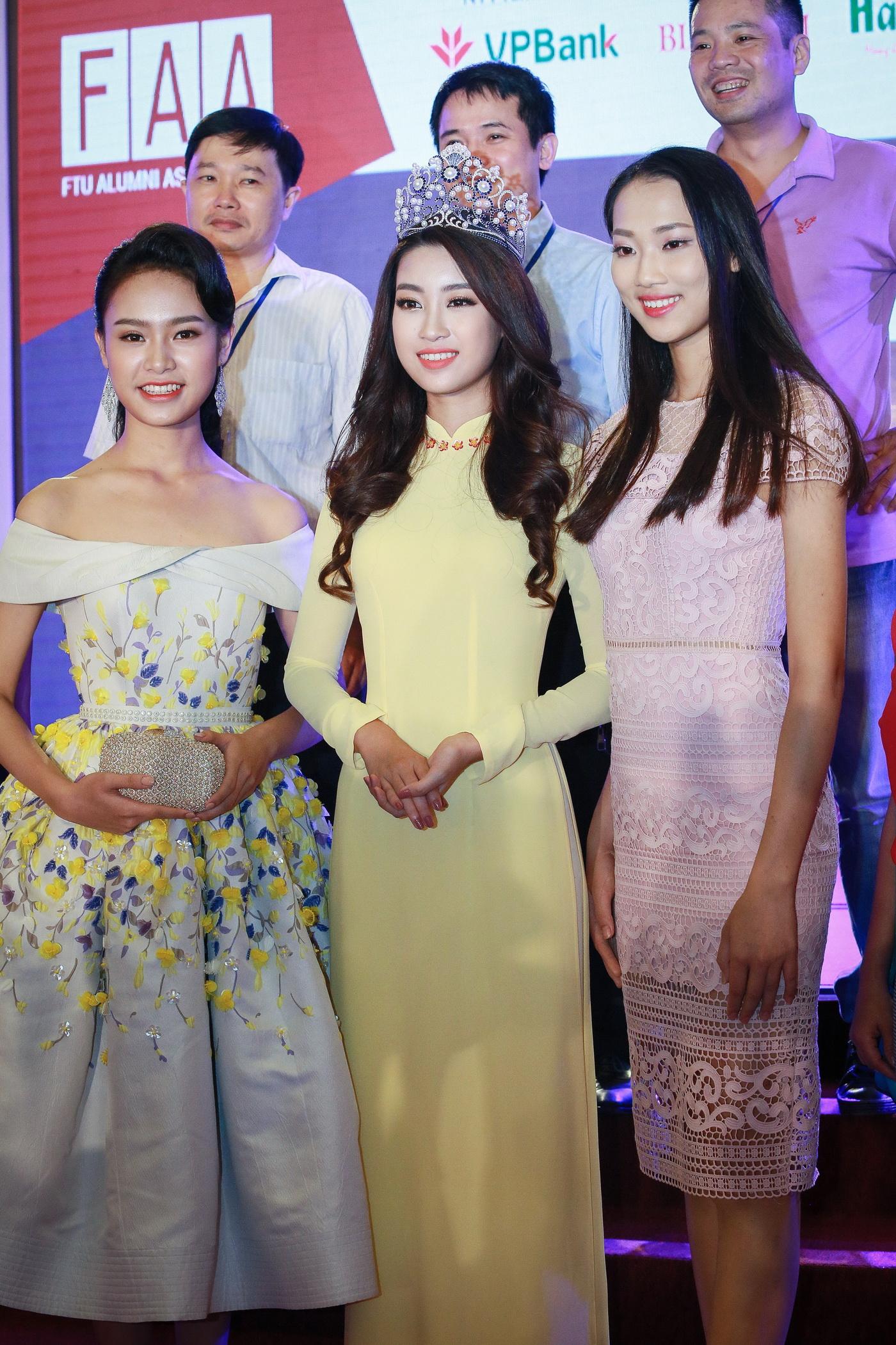 Hoa hậu Mỹ Linh tỏa sáng trong tà áo dài vàng tại sự kiện 3
