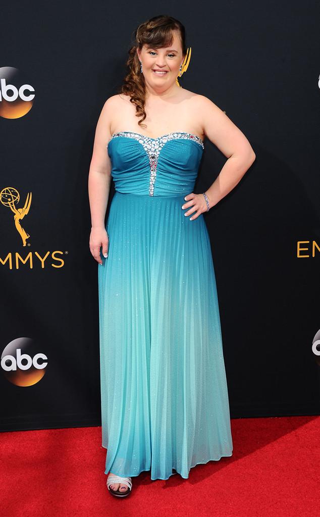 Thảm đỏ Emmy 2016 quy tụ dàn mỹ nhân thế giới 15