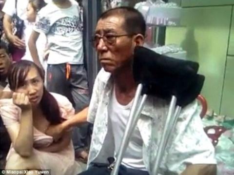 Trung Quốc: Thầy bói sờ ngực phụ nữ để đoán hậu vận gây phẫn nộ 1