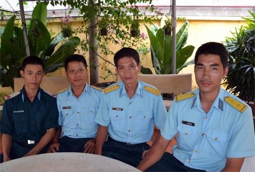 Vệ binh Tân Sơn Nhất bắt kẻ cướp giật iPhone 6 trốn trong sân bay 3