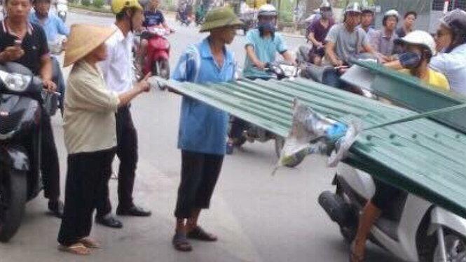 Nghệ sĩ Chí Trung kêu gọi giúp đỡ người lính già đạp xích lô chở tôn 2