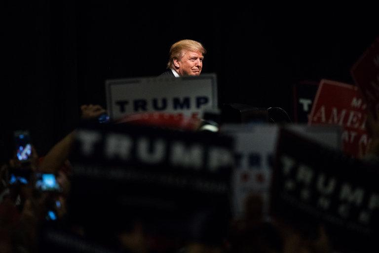 Khi cả nước Mỹ đang ngủ, Trump lại 'sôi sục' trên Twitter 1