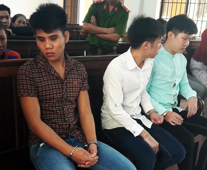 Nhóm thanh niên lao vào trường đánh bảo vệ, dọa giết giáo viên 1