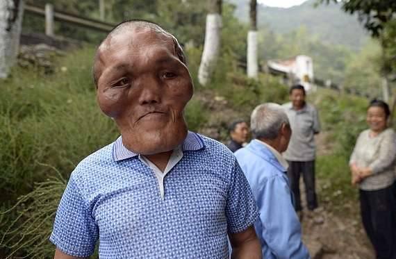 Ông lão có khuôn mặt giống người ngoài hành tinh 2