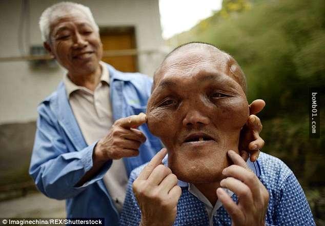 Ông lão có khuôn mặt giống người ngoài hành tinh 4