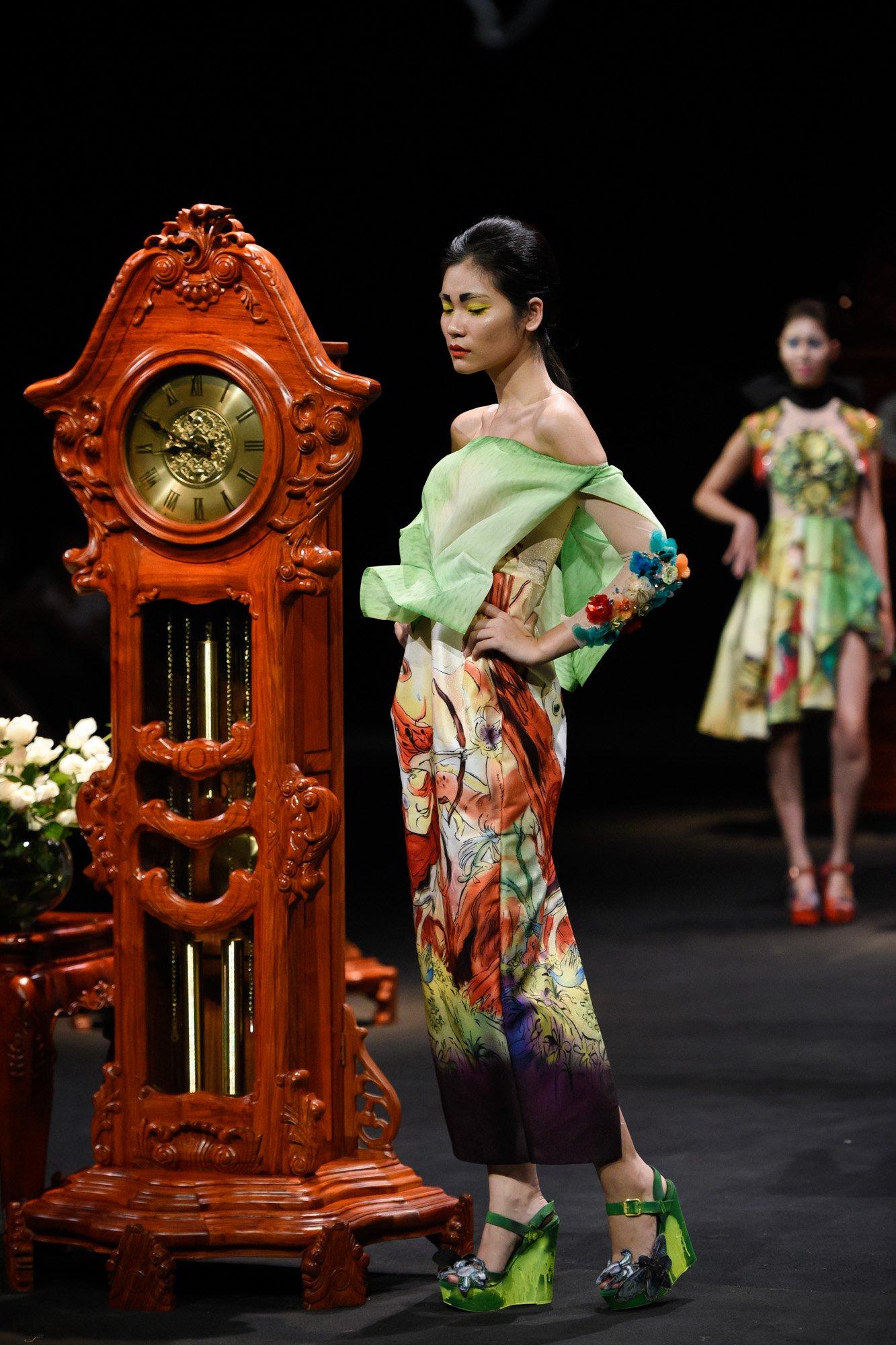 BST bằng thời gian của một ngày của NTK Hùng Việt trong Vietnam Fashion Week 2017 3