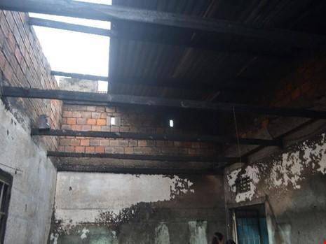 Căn nhà bị thiêu rụi nghi do iPhone phát nổ 1