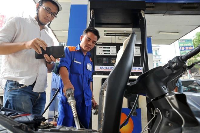 Giá xăng giữ nguyên trong đợt điều chỉnh mới ? 1