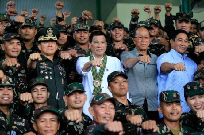 Tổng thống Philippines nói Obama 'biến xuống địa ngục đi' 1