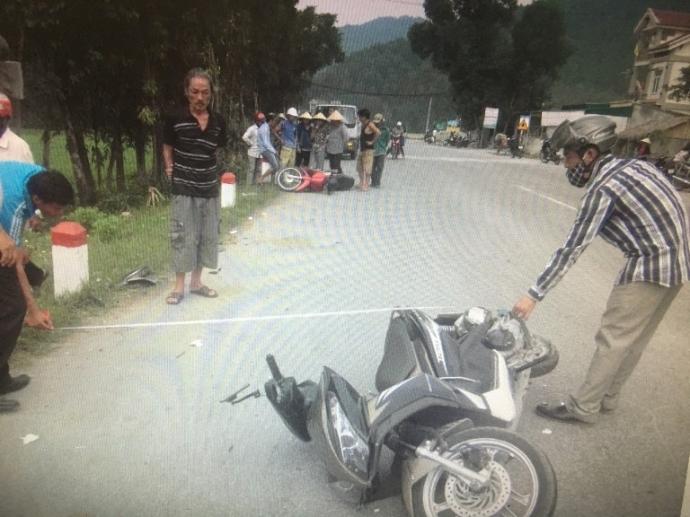 Tin tai nạn giao thông mới nhất ngày 6/10: Xe máy đấu đầu, 2 người nguy kịch 1