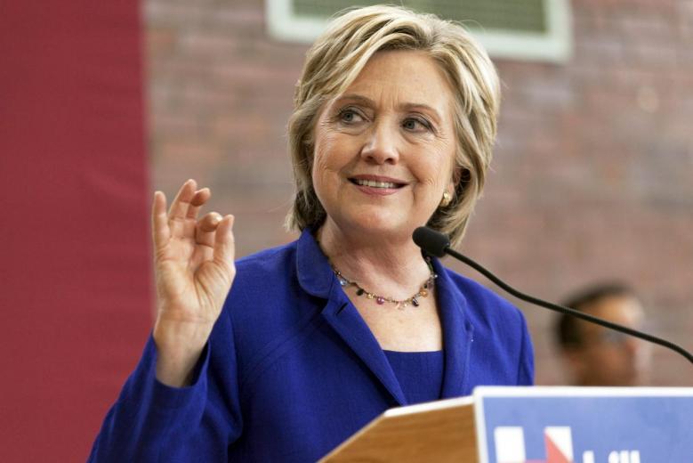 Bà Clinton tố ông Trump 'dâng' tiền cho Trung Quốc 1