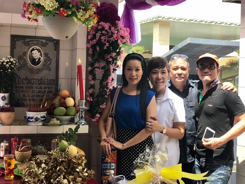 Sao Việt viếng mộ diễn viên Lê Công Tuấn Anh trong lễ giỗ 20 năm 6