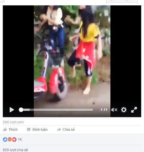 Xuất hiện clip 2 nữ sinh Huế lao vào đánh bạn giữa đường 1