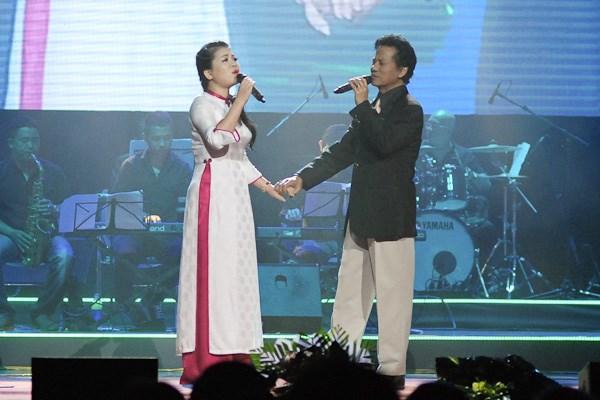 Anh Thơ ngưỡng mộ Chế Linh hơn 70 tuổi vẫn hát live cực tốt 6