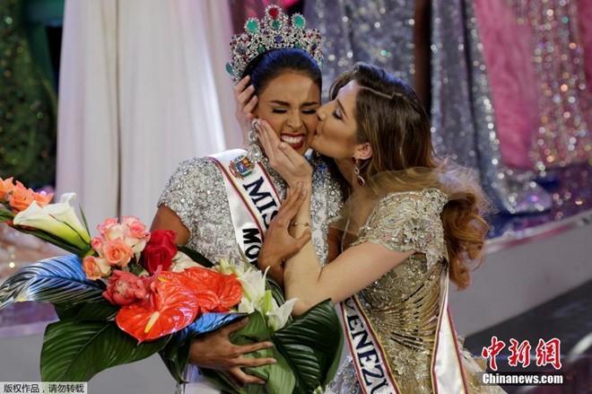 Tân Hoa hậu Venezuela 2016 thể hiện sự tôn trọng với Donald Trump 4