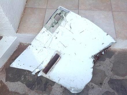 Hình ảnh Malaysia xác nhận tìm thấy nhiều mảnh vỡ của MH370 số 2