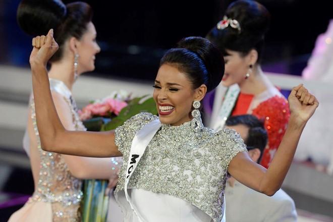 Tân Hoa hậu Venezuela 2016 thể hiện sự tôn trọng với Donald Trump 3