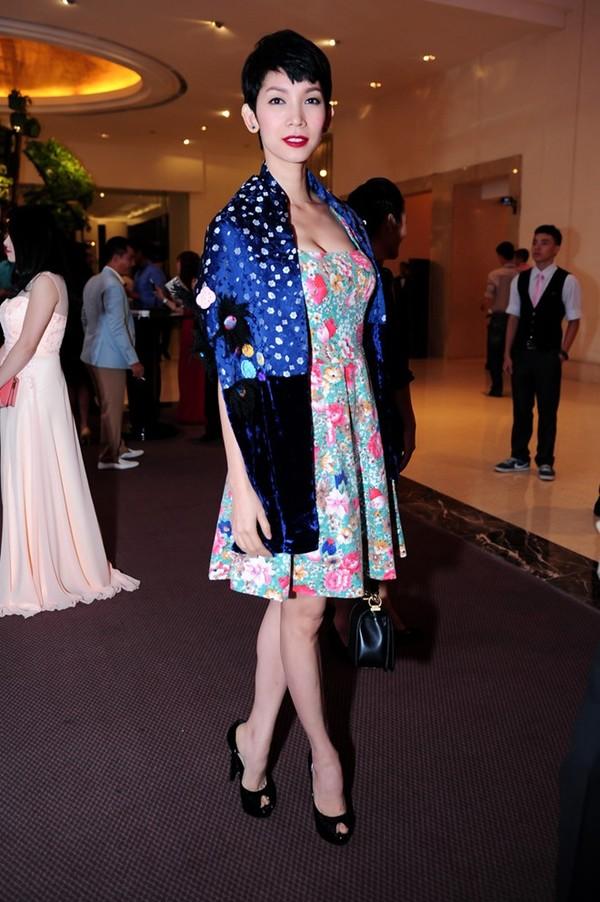 Những bộ váy 'phản chủ' của Thu Minh, Hà Hồ, Thủy Tiên 6
