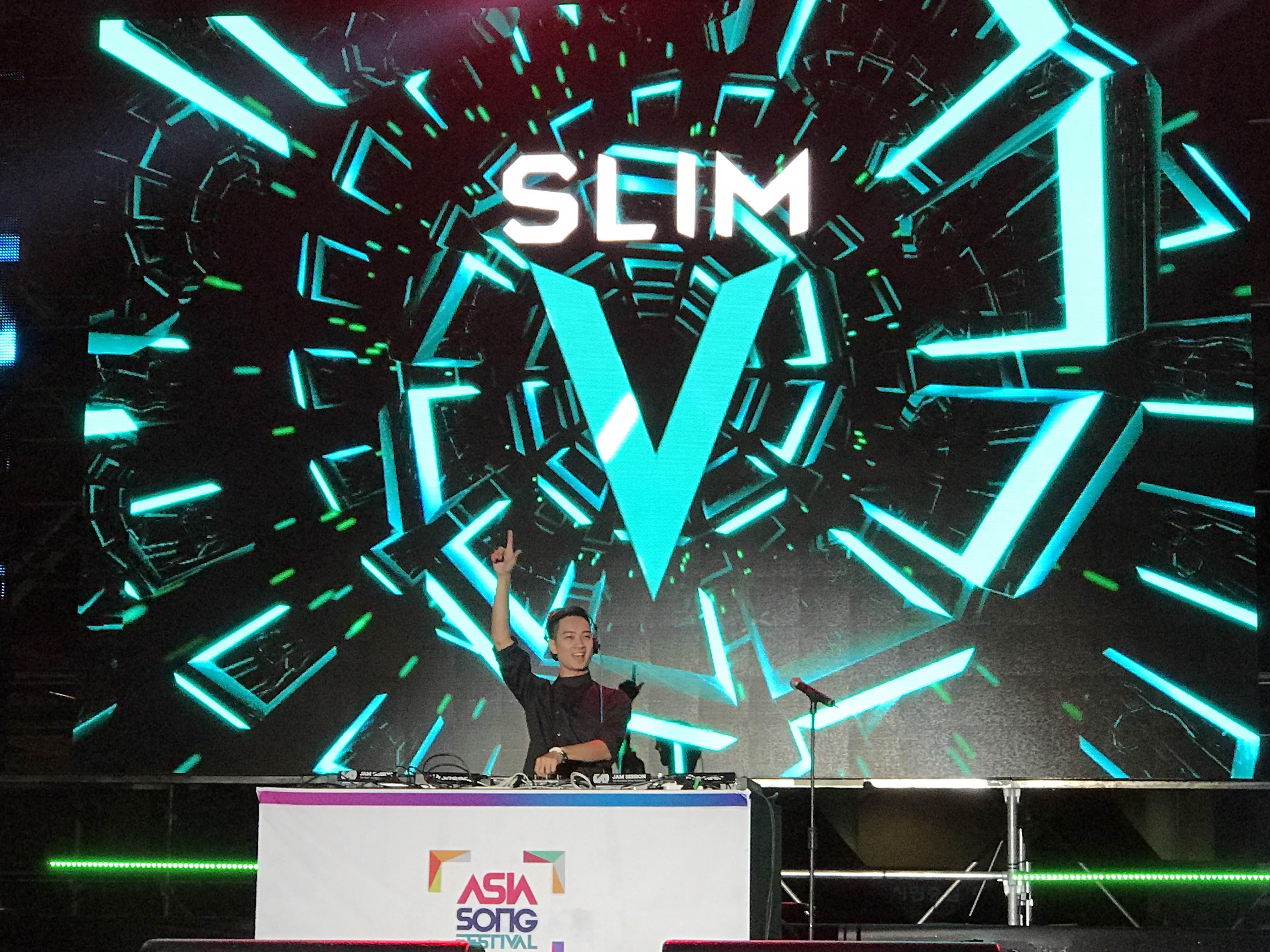 SlimV đội nón lá, trình diễn ấn tượng tại Asia Song Festival 4
