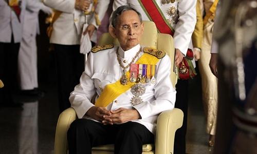 Quốc vương Thái Lan phải thở máy sau khi lọc máu 1