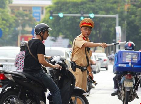 Cảnh sát chỉ huy, điều khiển giao thông được sử dụng súng, dùi cui điện 1