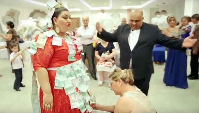 Cô dâu Di-gan diện váy cưới dát vàng đính đá quý gần 5 tỷ đồng 2