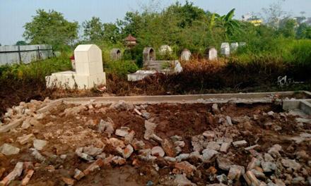 Tá hỏa vì 23 ngôi mộ của gia đình bỗng dưng 'biến mất' 1
