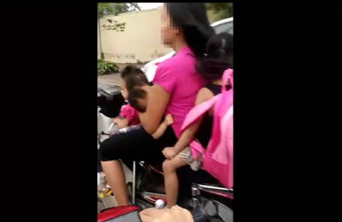 Video: Bà mẹ vừa bế con vừa phóng xe máy vù vù trên đường 1
