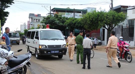 Tin TNGT mới nhất ngày 13/10: Xe cứu thương gây tai nạn, bỏ mặc nạn nhân 1