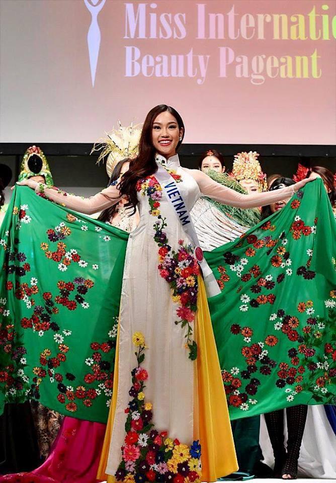 Mỹ nhân Việt Nam thi HH Quốc tế gây tranh cãi vì trang phục 1