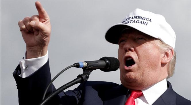 Trump bị tố như con bạch tuộc, sờ mó khắp người phụ nữ 1