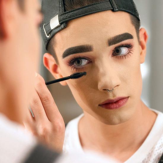 Hình ảnh Chàng trai 17 tuổi đẹp lạ với lối trang điểm thần sầu gây sốt số 9