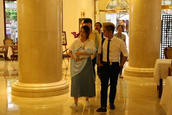 Khánh Thi; 'Người thầy, người chị, người vợ' đứng sau thành công của Phan Hiển 6