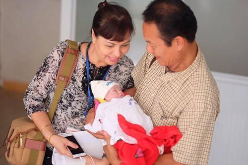 Hồng Quế hào hứng khoe ảnh con gái trên trang cá nhân 2