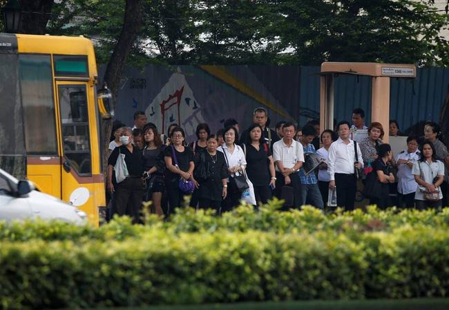 Người dân Thái Lan xếp hàng dài chờ viếng Quốc vương Bhumibol 4