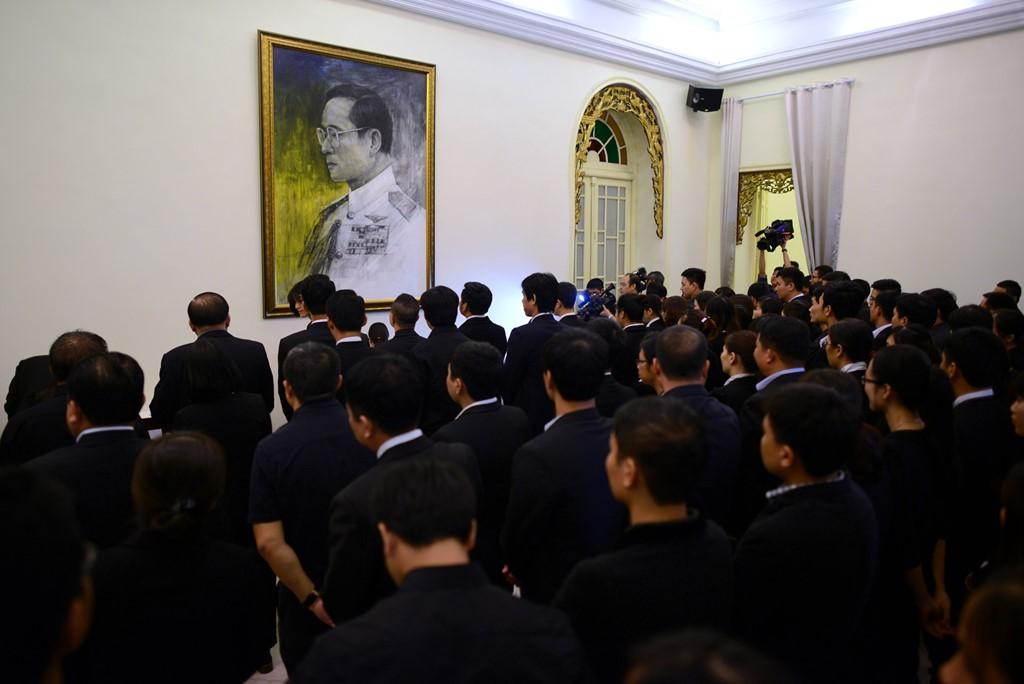 Người dân Thái Lan xếp hàng dài chờ viếng Quốc vương Bhumibol 12