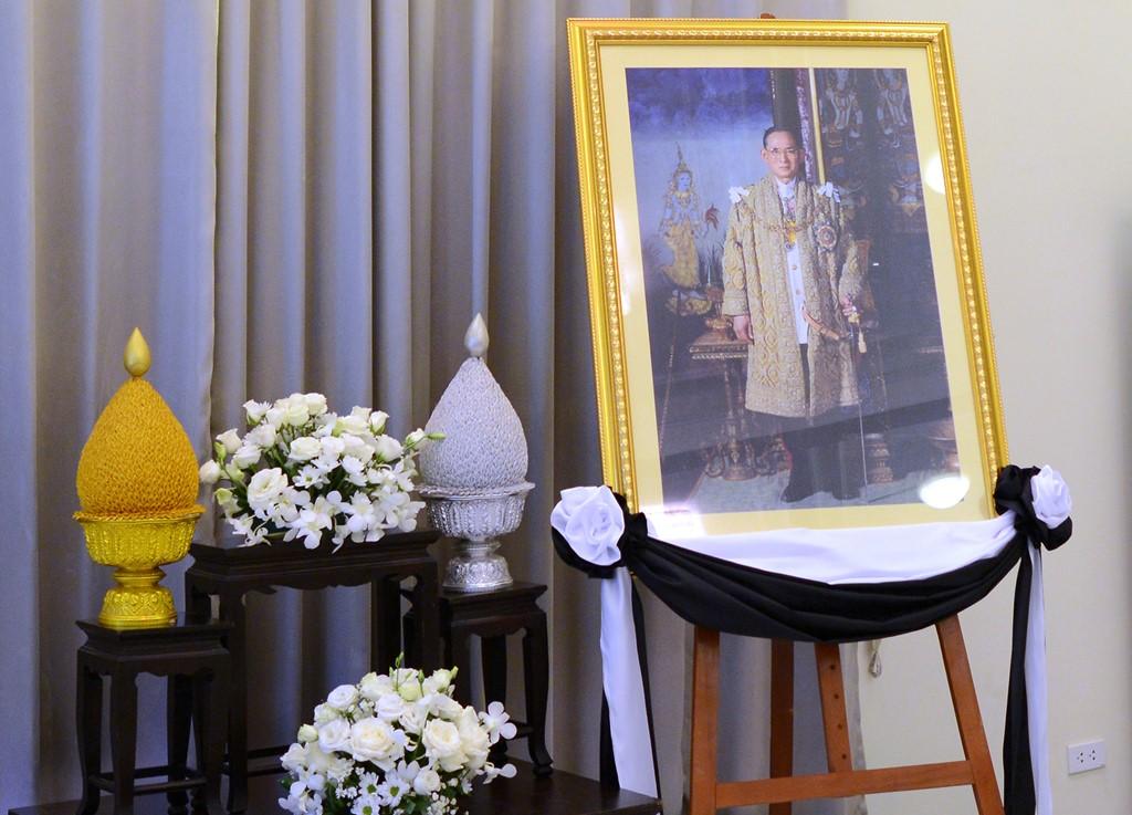 Người dân Thái Lan xếp hàng dài chờ viếng Quốc vương Bhumibol 10
