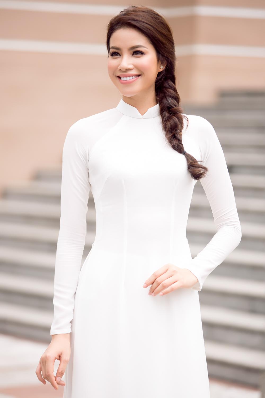 Phạm Hương đẹp dịu dàng trong áo dài trắng ngày trở về trường 2