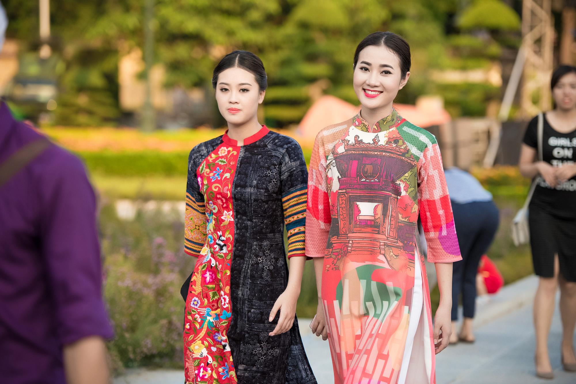 Festival áo dài ngày cuối - Người đẹp mặc áo dài đi diễu hành qua phố 2