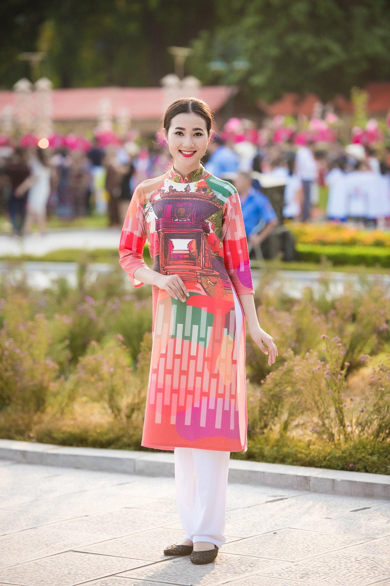 Festival áo dài ngày cuối - Người đẹp mặc áo dài đi diễu hành qua phố 3