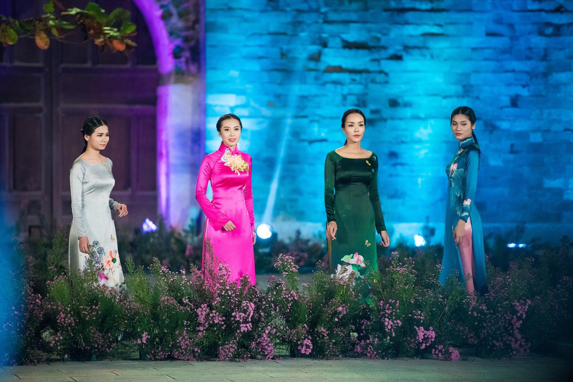 Hàng trăm mẫu áo dài được trình diễn trong Festival Áo dài Hà Nội 2016 1