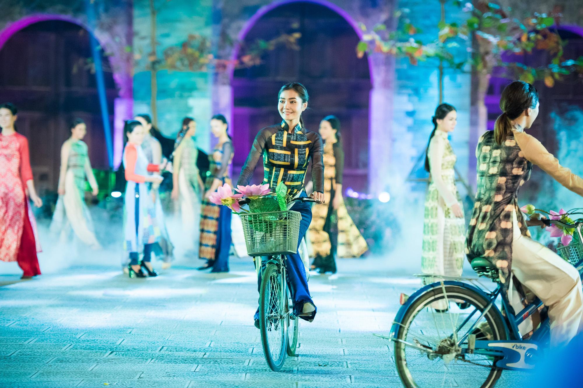 Hàng trăm mẫu áo dài được trình diễn trong Festival Áo dài Hà Nội 2016 5