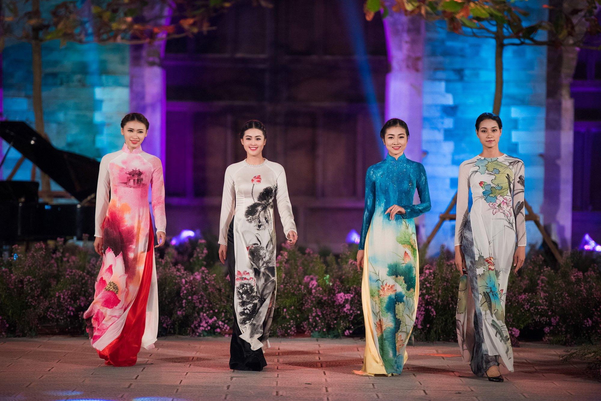 Giải trí - Hàng trăm mẫu áo dài được trình diễn trong Festival Áo dài Hà Nội 2016
