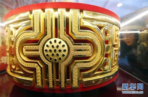 Cận cảnh nhẫn vàng lớn nhất thế giới 100 tỉ đồng, nặng 82kg 3