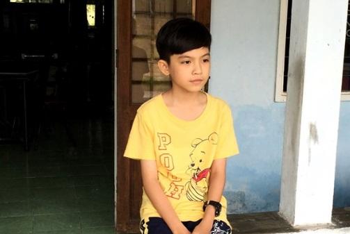 NSƯT Hoài Linh nhận cậu bé miền Tây đam mê cải lương làm con nuôi 1