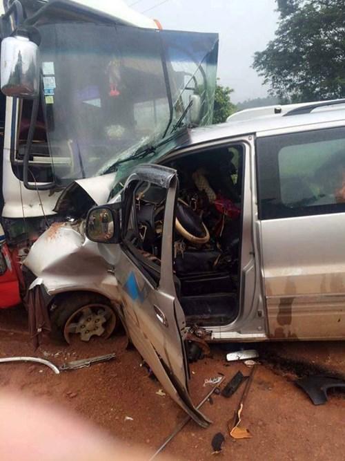 Tai nạn giao thông tại Lào, 2 người Việt chết thảm 1