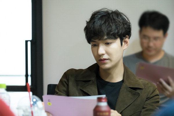 Lee Min Ho điển trai bên